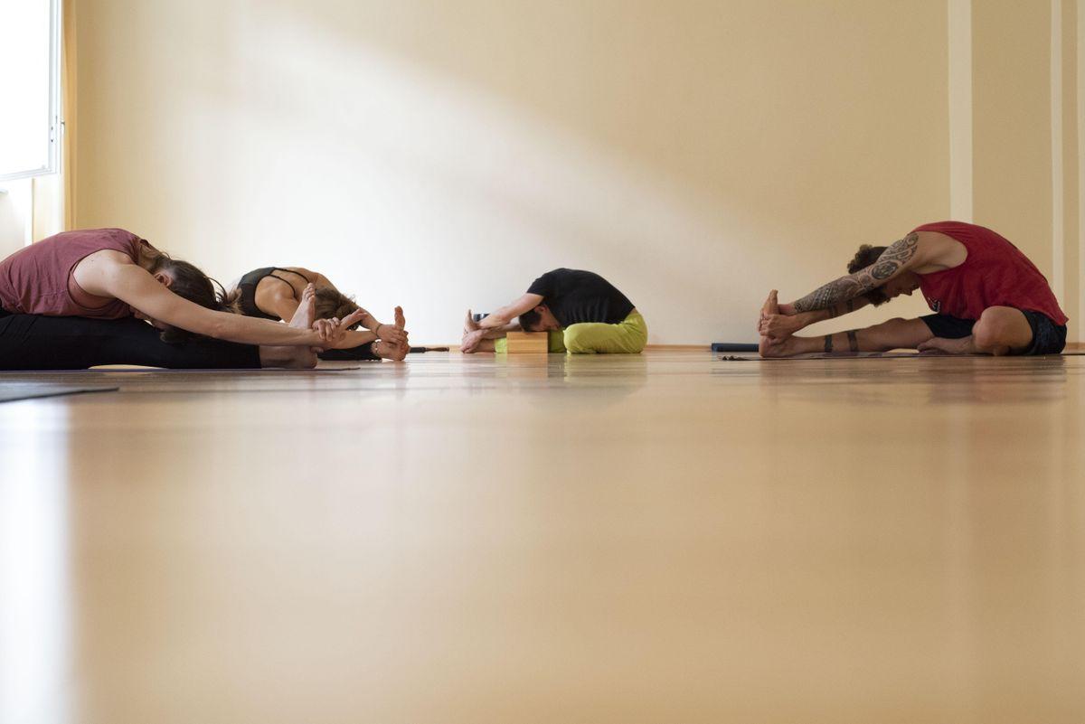 Yoga-Workshop mit Kundalini Yoga und Yin Yoga auf Spendenbasis