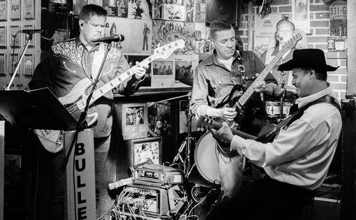 Bulletproof keikalla Helsingiss\u00e4 - Live Country Music