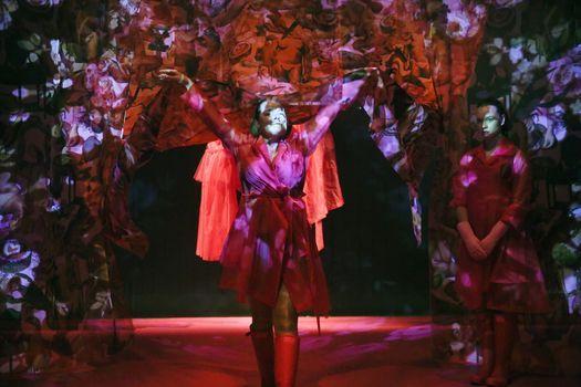 De Meiden  terug in Theater Frascati