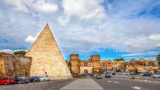 All'interno della piramide cestia