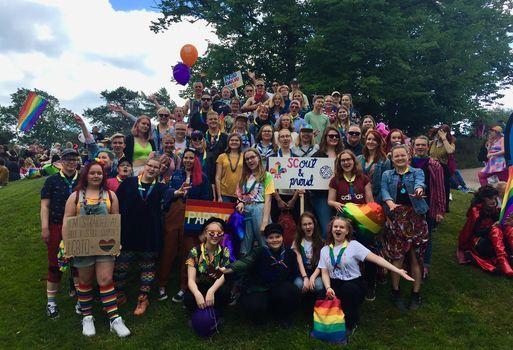 Partiolaisten HKI Pride -kulkue ja piknik