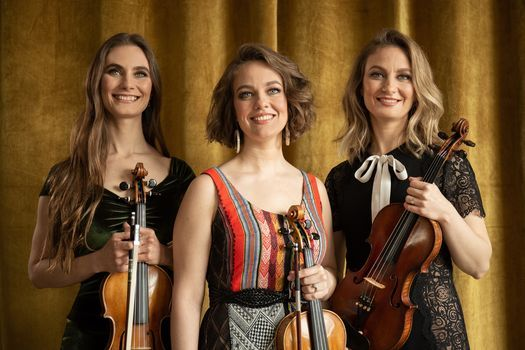 The Quebe Sisters at the Silos
