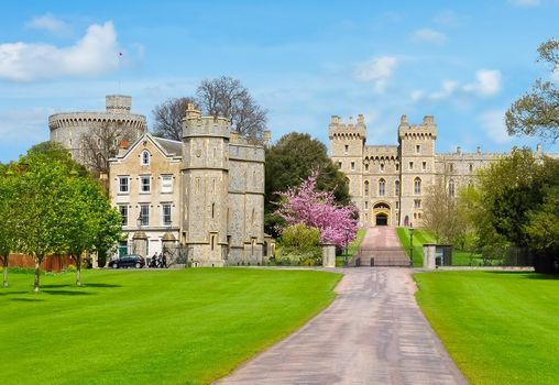 Virginia Water Cascades and Windsor Castle - Hiking