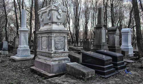 """""""Moje miasto murem podzielone""""- spacer po Cmentarzu \u017bydowskim."""